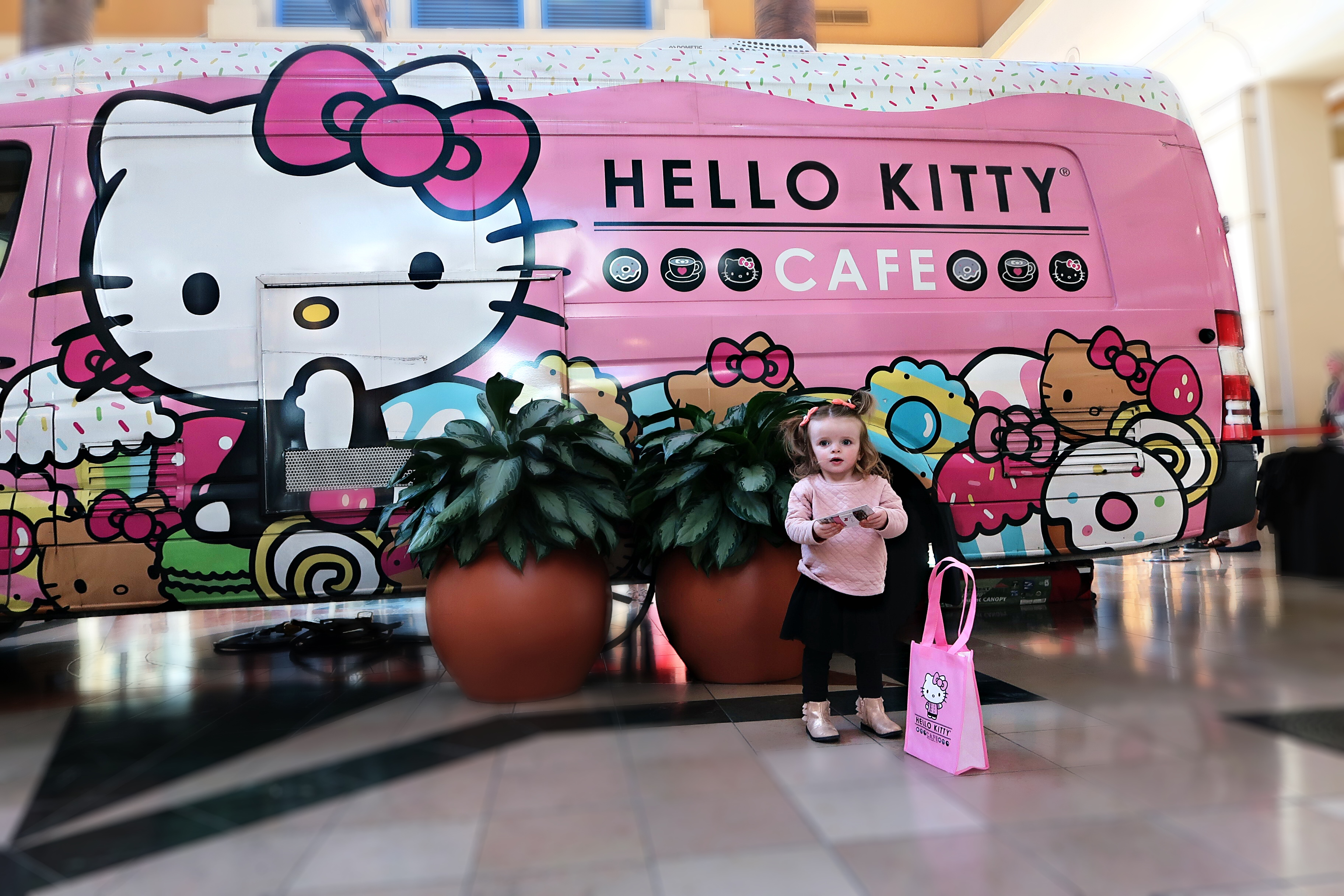f95499995 We found the Hello Kitty Cafè Truck in Tampa! – Lindsay Satmary